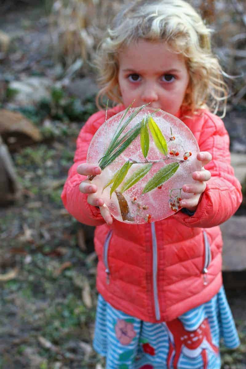 outdoor frozen winter craft ideas for kids - ice suncatchers