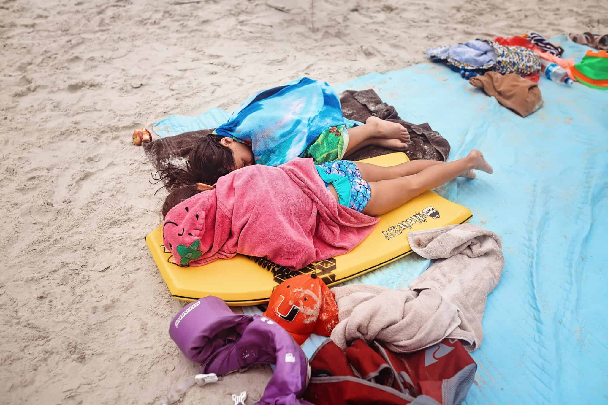 What to bring to the beach with kids - beach packing tips