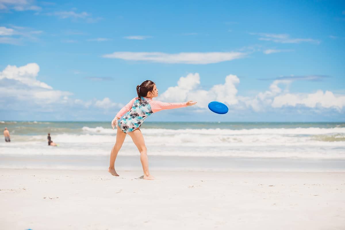 what to take to the beach for kids to play with