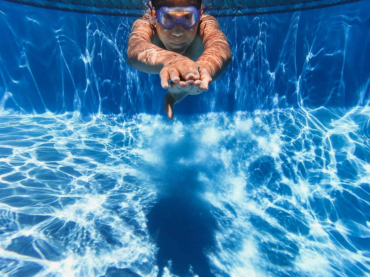 floating game in the pool